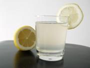 Spitiki zaxarouxa lemonada – limonade au citron faite maison